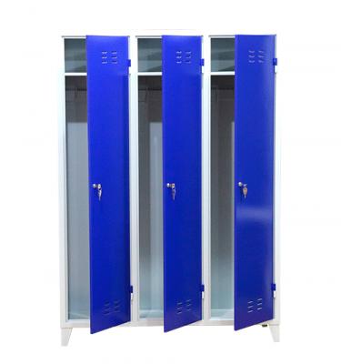 Шкаф металлический для одежды трехсекционный